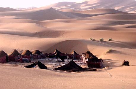 לינה באוהלים במדבר במרוקו