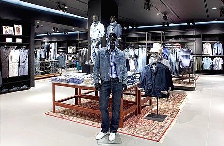 """הצצה ראשונה לסניף H&M: """"נביא עשרות פריטים חדשים בכל שבוע"""""""