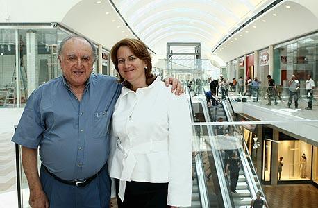 דנה עזריאלי ואביה דוד עזריאלי , צילום: עמית שעל