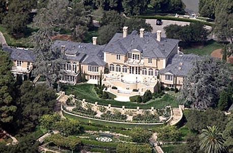 משדרת משיקגו אבל גרה בקליפורניה. ביתה של אופרה ווינפרי