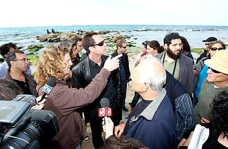מחאה נגד הקמת כפר נופש בחוף פלמחים
