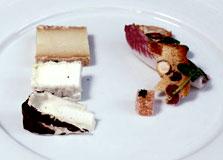 גבינות: גבינות משק קורנמל לצד ביסקוטי פירות יבשים, מרמלדת חבושים, אנדיב ואגוזים