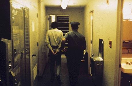 """מתוך ניסוי בית הכלא בסטנפורד. """"סטודנטית אחת אמרה לי: 'אתה עושה לילדים האלה משהו נורא'"""""""