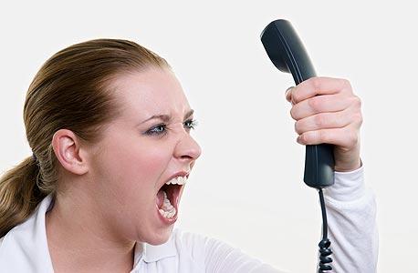 """נציגת שירות סלולר: """"כשלקוח מתקשר, כתוב לנו על המסך, למשל, אם הוא נוהג לאיים הרבה או שתמיד הוא מוותר בסוף. זה משפיע על המידע והיחס שאנחנו נותנים לו"""""""