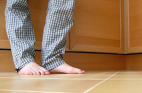 הדבר היחיד שאתה מרגיש כשאתה דורך על הרצפה זה את הטמפרטורה של העור שלך