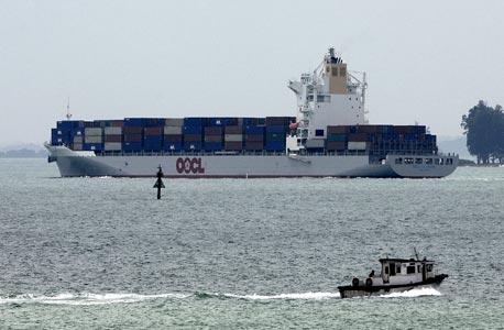 אוניית גז נוזלי השמיטה לים 15 מכלי כימיקלים בנפח 25 ליטר כל אחד