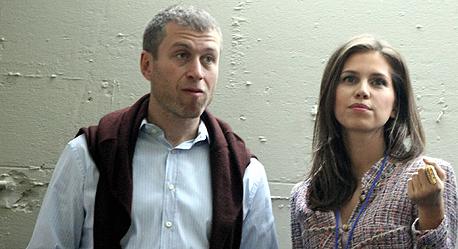 האם אם ילדיו של רומן אברמוביץ' היא בת זוגו החדשה של דיקפריו?