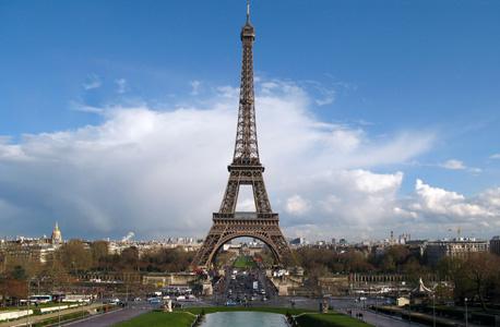 מגדל אייפל בפריז. לא צריך למהר מאטרקציה לאטרקציה, צילום: shutterstock