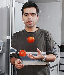 """רפי כהן במטבח. """"יש כאלה ששכחו מה זה רעיון של חביתה"""""""