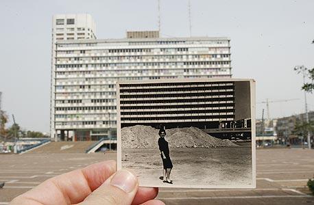 1965, עיריית תל אביב. מרצפים את כיכר מלכי ישראל , צילום: עמית שעל