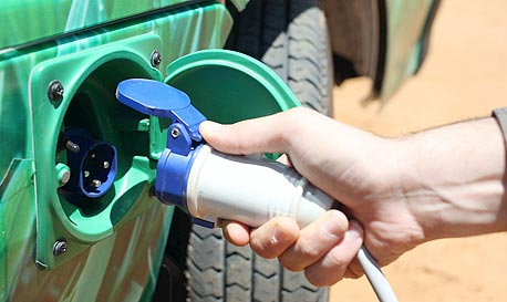 Charging an electric vehicle (illustration). Photo: Orel Cohen