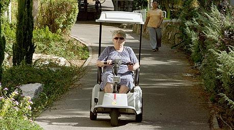 """קלנועית לכבדים: פופולארית בקרב סובלים ממשקל יתר בארה""""ב"""
