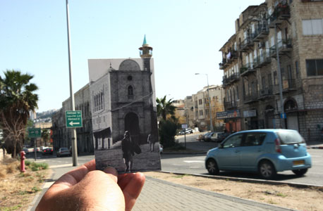 """1941, מסגד, חיפה. היום קוראים לרחובות הסמוכים קיבוץ גלויות ושדרות הפלי""""ם, צילום: עמית שעל"""