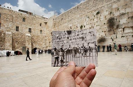 1967, הכותל, ירושלים. כולם נסעו לראות את הכותל אחרי המלחמה, צילום: עמית שעל
