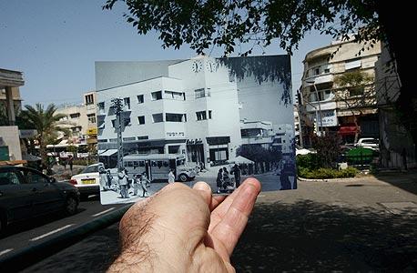 1940, בית השעון, חיפה. הצומת עדיין הומה, צילום: עמית שעל
