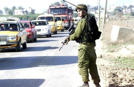אפליקציית דורוב נוויגייטור מסייעת לפלסטינים להימנע מפקקי המחסומים ולעקוף את ההתנחלויות, צילום: דני סולומון