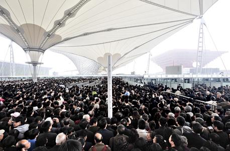 מחכים לפתיחת אקספו 2010 בשנגחאי. כ-70 מיליון איש צפויים לבקר בתערוכה