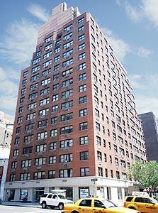 בניין מגורים בבעלות חברת סטונהנג' ברחוב 33 מזרח במנהטן