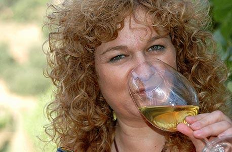 """ענת לוי-רושנסקי. """"הדור הצעיר כבר צומח לתוך יין"""""""