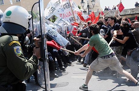 """הפגנה באתונה, היום. """"ההיקף האמיתי של הבעיה חמור הרבה יותר ממה שחושבים"""""""