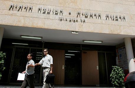 """בניין הרבנות בתל אביב. המוסד היחידי שבו אישה לא יכולה להפוך למנכ""""לית"""