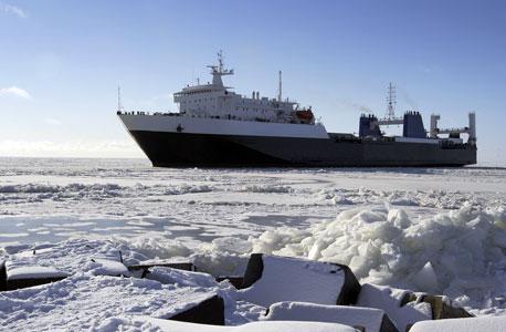 אוניה בים הארקטי. הקוטב מכיל 13% מהנפט שטרם התגלה בעולם