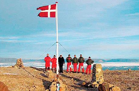 משלחת דנית באי הנס. גם הקנדים רוצים את האי הלא מיושב