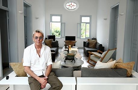 אילן פיבקו בביתו, צילום: עמית שעל