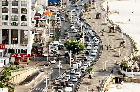 הטיילת בתל אביב ממבט על, צילום: שאול גולן