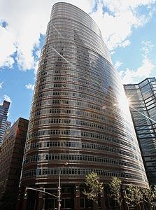 """בניין הליפסטיק בניו יורק. """"בן-דב עשה נכון כשמכר"""""""
