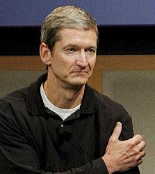 """רבעון ראשון בלי סטיב: טים קוק, מנכ""""ל אפל בפועל"""