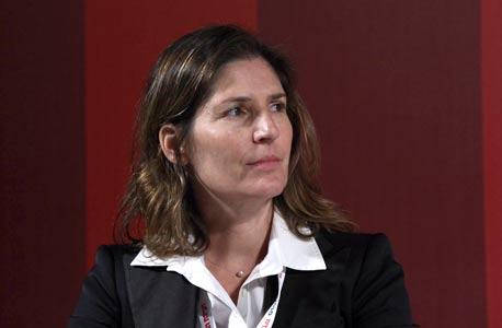 """מנכ""""לית אוצר מפעלי ים לשעבר אורנה אנג'ל. ניהלה את הנמל מפתיחתו המחודשת עד 2006 וסירבה להתייחס לנושא"""