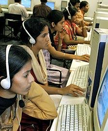 עובדי חברת GetFriday ההודית, שמציעה טיפול אישי בכל ההיבטים המשעממים של החיים, החל ב־415 שקל לחודש.