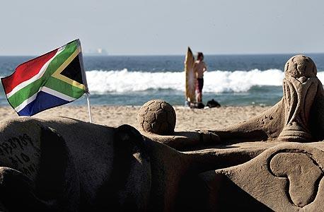 חוף בדרום אפריקה. הגביע אמור לאחד בין האנשים