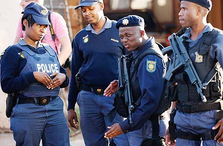 שוטרים בדרום אפריקה. אירוח המשחקים מחייב השקעה באבטחה