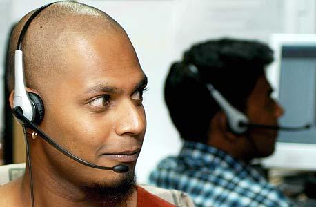 מוקד הונאות טלפוניות: תעשיית האאוטסורסינג החדשה בהודו