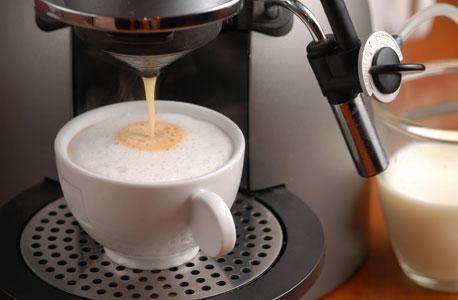 קפה בעבודה עוזר להתנגד לביצוע משימות לא מוסריות