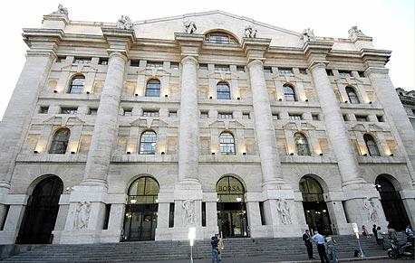 הבורסה במילאנו , צילום: בלומברג