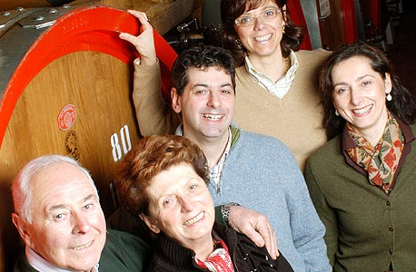משפחת טדסקי ביקב הסמוך לוורונה. מאמינים בשיטות מסורתיות