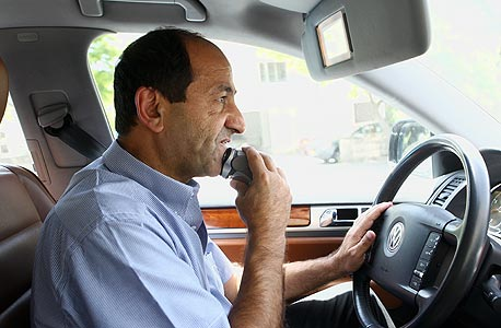 רמי לוי במכונית. גילוח מהיר בדרך לעוד רוד שואו
