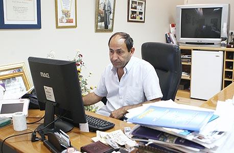 """במשרד בירושלים. """"לא מאמין בישיבות הנהלה"""""""