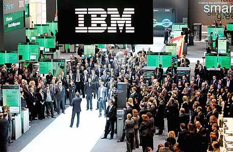 עובדי יבמ בתערוכה בגרמניה. 50 אלף עובדים נמצאים במעקב מחשב החל מ-2006