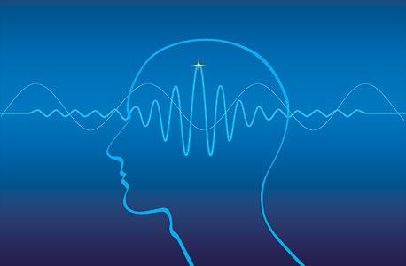 חלק קטן מחולי האפילפסיה סובלים מרגישות לאור שניתןלנצל כדי לייצר התקף על ידי הקרנת אורות מרצדים