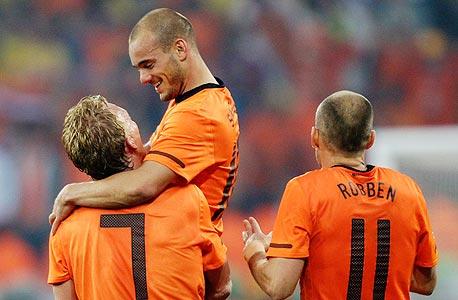 שחקני נבחרת הולנד חוגגים. רגשי נחיתות מול הגרמנים