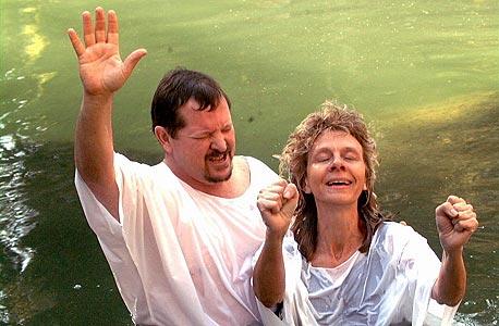 """מאמינים נוצרים באתר ירדנית. """"יש הרבה נוצרים עשירים שרוצים לבוא לגליל, אבל אין מלונות ברמה גבוהה"""""""