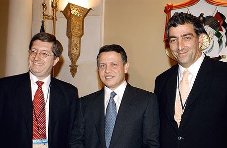 עבדאללה מלך ירדן (במרכז). אינו צפוי לבטל את ההסכם עם ישראל