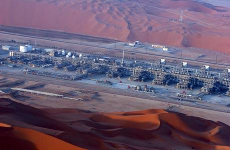 שדה נפט בחצי האי ערב. האבטחה של לוג'יק