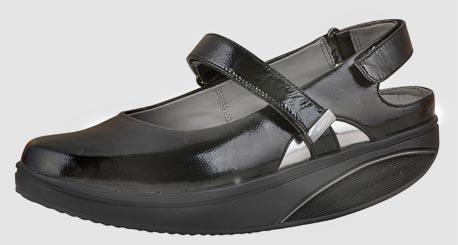 נעליים מחטבות של MBT. דגמים של מגפיים, נעלי הליכה, סנדלים ומוקסינים לגברים ולנשים