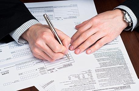 חותמים על ההלוואה. צריך להמציא לבנק מסמכים