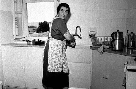 גולדה מאיר בביתה, צילום: דוד רובינגר